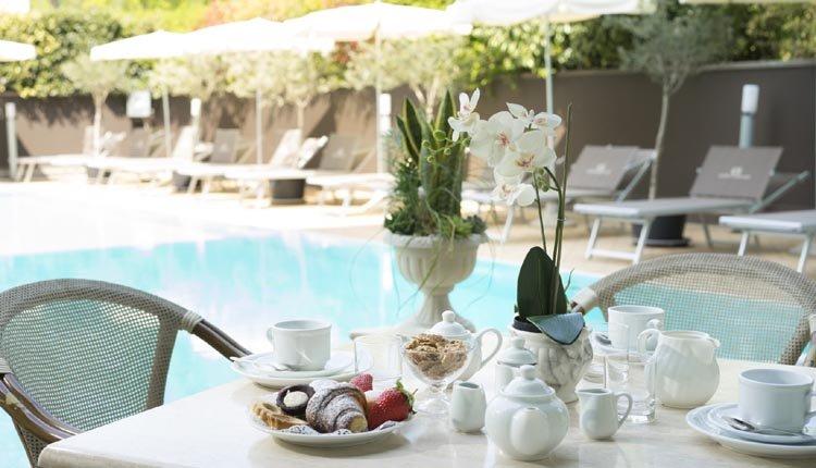 Genieten van een heerlijk ontbijt in Hotel Alexia Palace