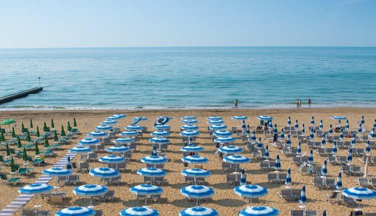 Hotel Montecarlo ligt direct aan het strand