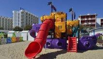 Een leuk speeltoestel op het strand bij Hotel Il Continental