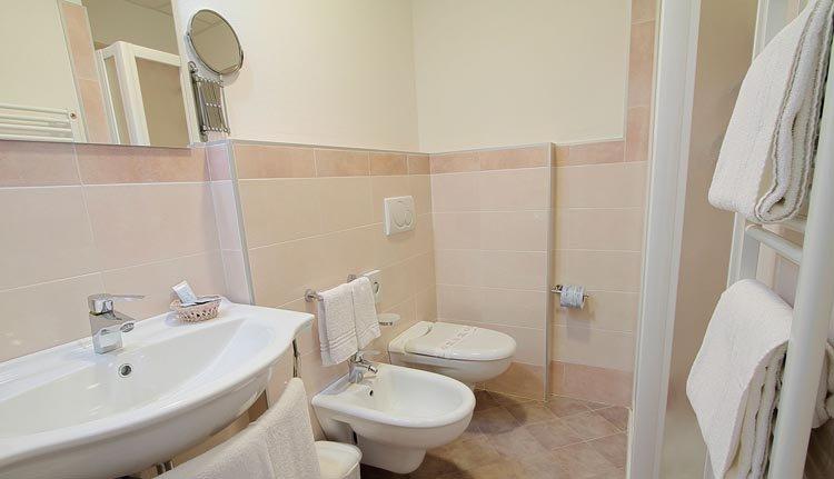 De badkamer in Hotel Sahara