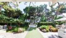 De prachtige tuin van Hotel Sahara