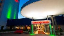 Leonardo Hotel Wolfsburg in de avond
