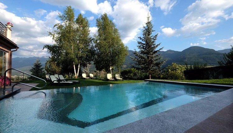 Hotel Lagorai - zwemmen, relaxen in een ligstoel en op en top genieten van de overweldigende bergachtige omgeving