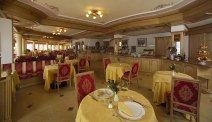 Hotel Lagorai - restaurant met wederom het fantastische uitzicht