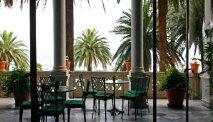 Het is heerlijk zitten op de verschillende terrassen van Hotel Arenzano
