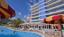 Voor iedereen wat te doen in het zwembad van Hotel Ai Pozzi Village Spa Resort
