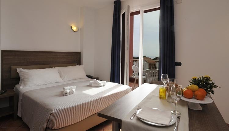 De kamers in Hotel Ai Pozzi Village Spa Resort zijn van alle gemakken voorzien