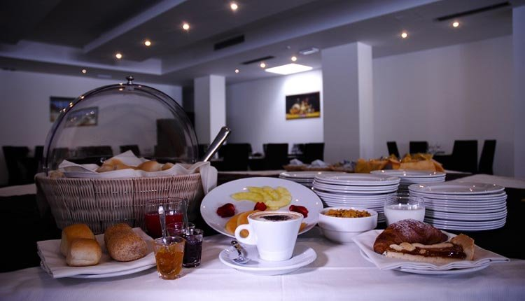 Elke morgen staat er een uitgebreid ontbijtbuffet klaar in Hotel Ai Pozzi Village Spa Resort