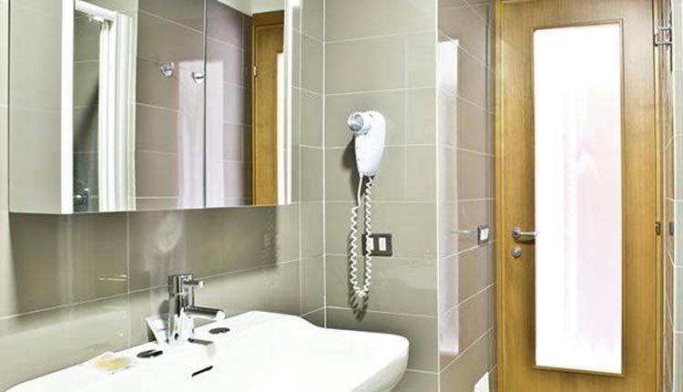 De badkamers in Hotel Belvedere zijn van alle gemakken voorzien