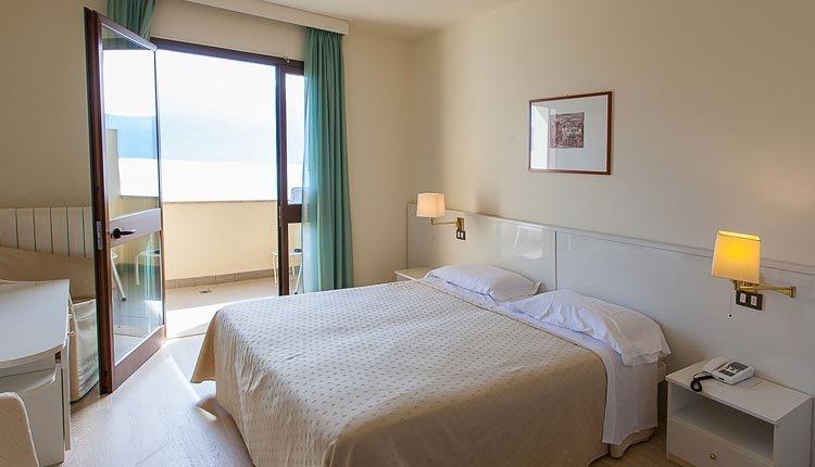 De superior kamer van Hotel Meandro is van alle gemakken voorzien
