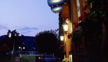 Hotel Moseltor in de avond