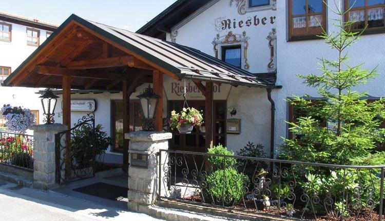 De entree van Hotel Riesberghof