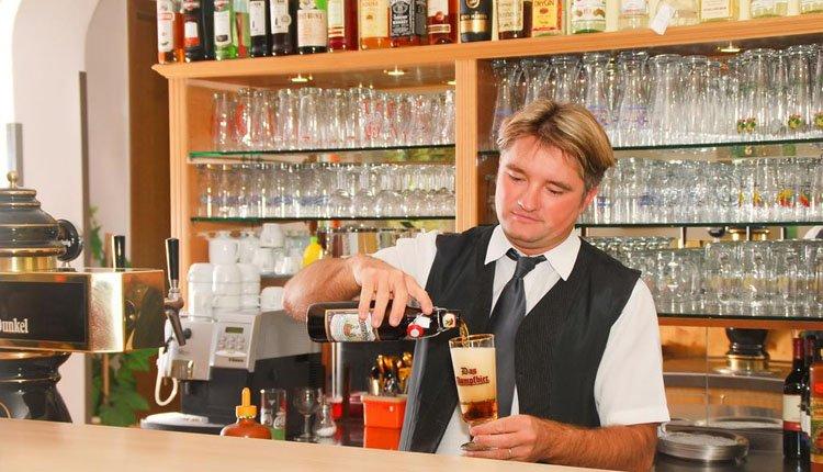 Nuttig een van de zalige biertjes in de bar van Hotel Riesberghof