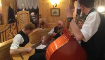 Soms is er live muziek in het restaurant van Hotel Goisererhof
