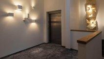 De hal en lift van Hotel Goisererhof