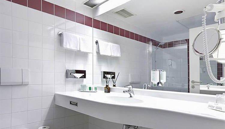 Arcotel Wimberger - 2-persoonskamer badkamer