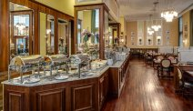 Riante ontbijtzaal van Hotel Polonia Palace