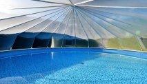 Gasthof Baumgarten heeft een klein zwembad in de tuin