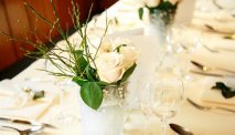 De opgedekte tafel staat voor u klaar bij Landhotel Adler
