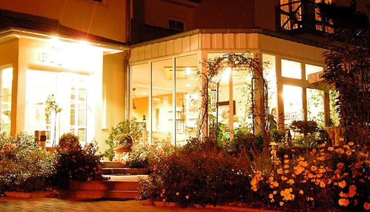 's Avonds genieten op het terras van Parkhotel Flora