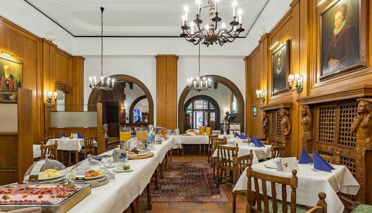 Start de dag met een heerlijk ontbijtbuffet bij Hotel zum Ritter St. Georg