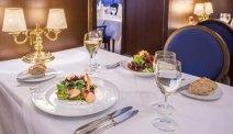 Kiest u halfpension? Dan schuift u 's avonds heerlijk aan bij Hotel zum Ritter St. Georg