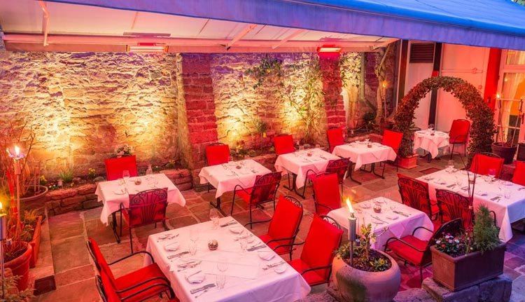 Weer of geen weer... u kunt altijd genieten op het verwarmde overdekte terras van Hotel zum Ritter St. Georg