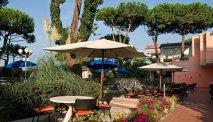 Het gezellige terras bij Hotel Versilia Palace