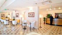 De receptie van Hotel Versilia Palace
