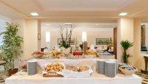 Elke morgen staat er een uitgebreid ontbijtbuffet klaar in Hotel Versilia Palace