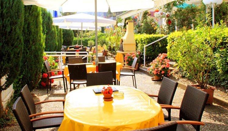 Het uitnodigende terras van Park-hotel Traben-Trarbach