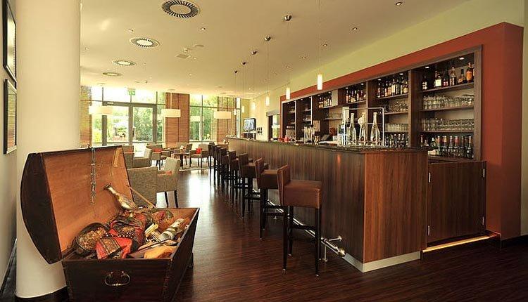 De gezellige bar van Hotel Rugen