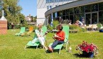 Heerlijk ontspannen in de tuin van Hotel Rugen
