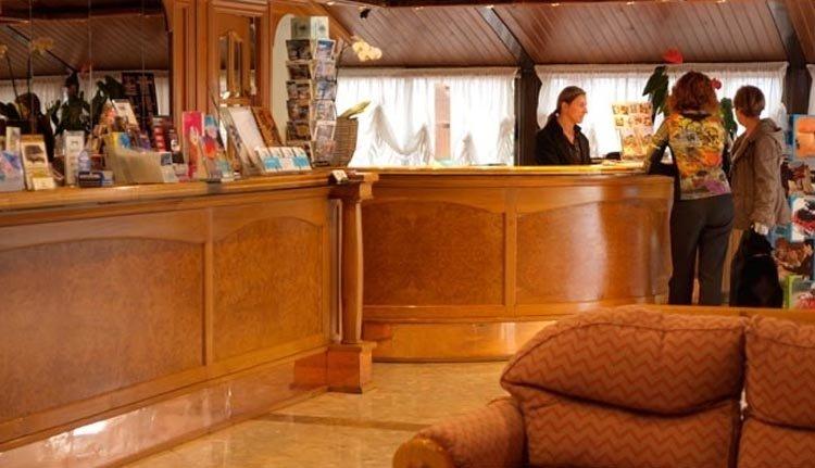 De receptie van Hotel Guillem