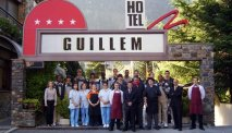 Het enthousiaste team van Hotel Guillem staat voor u klaar