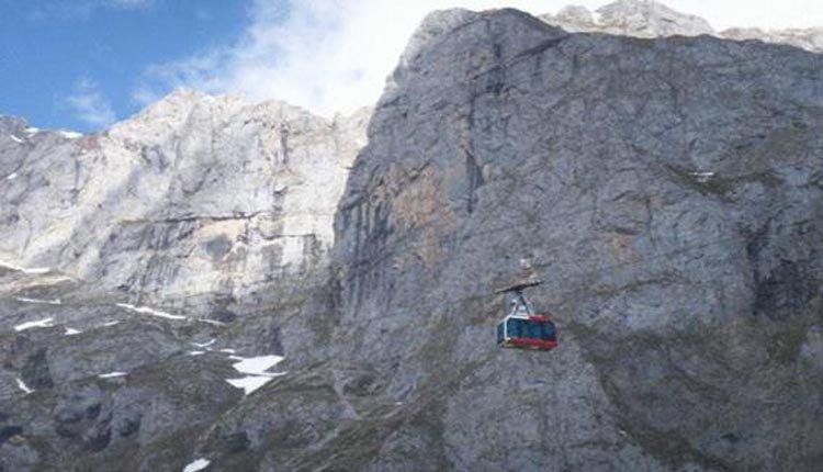 Neem de gondelbaan de bergen in als u bij Hotel Cosgaya logeert