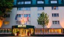 De entree van Hotel Park Inn in Wenen