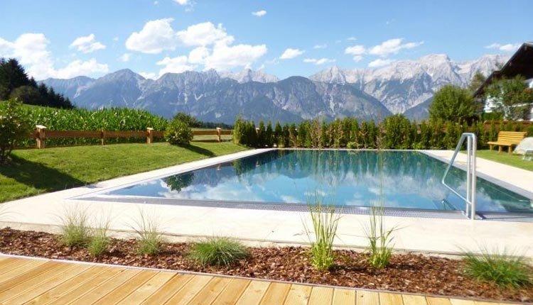 Ferienhotel Geisler - zwembad met uitzicht op de bergen