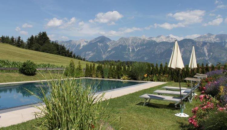 Ferienhotel Geisler beschikt over een fantastisch gelegen buitenzwembad