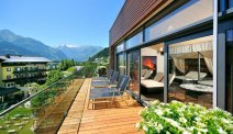 Hotel Schütthof - zonneterras met uitzicht op de bergen