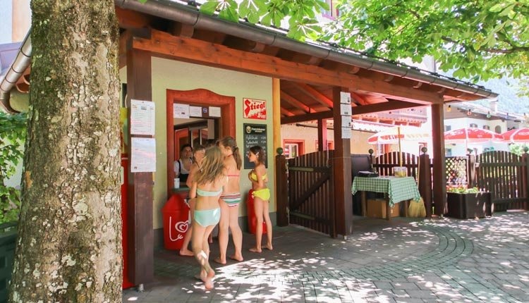 Hotel Zum Schweizer - biergarten mit kiosk