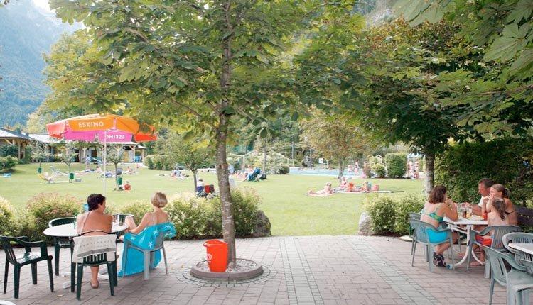 U kunt iets actiefs ondernemen bij Hotel Zum Schweizer. Maar het is ook heerlijk toeven in de tuin bij het zwembad of op het terras.