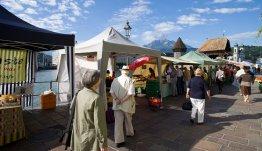 De markt in Beckenried bij Hotel Nidwaldnerhof