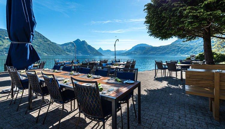 Het uitzicht vanaf het terras van Hotel Nidwaldnerhof is adembenemend
