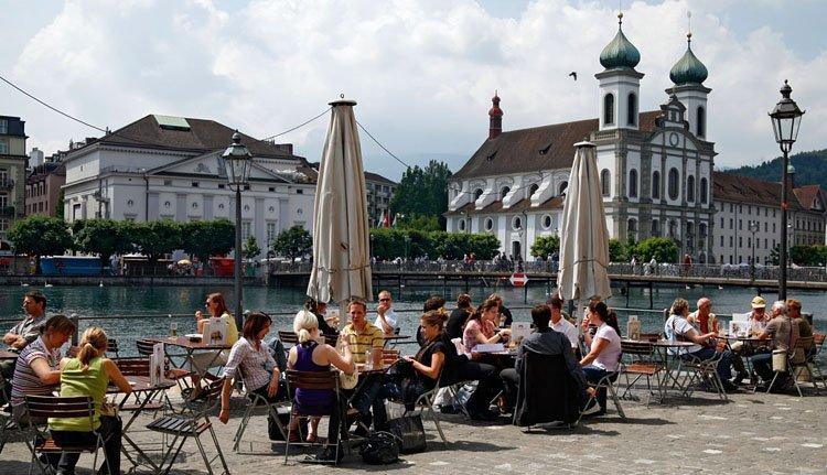 Beckenried - de plaats waar Hotel Nidwaldnerhof is gevestigd