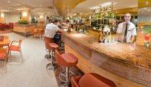Een van de bars van Hotel Florida Park