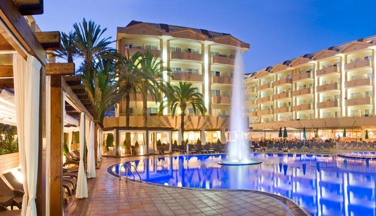 Hotel Florida Park - zwembad in de avond