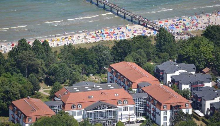 Seehotel Großherzog von Mecklenburg is zeer mooi gelegen aan de rand van het meer