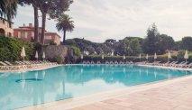 Het schitterende zwembad bij Hotel Les Jardins de Ste Maxime