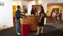 U wordt vriendelijk ontvangen bij de receptie van Hotel Meierhof